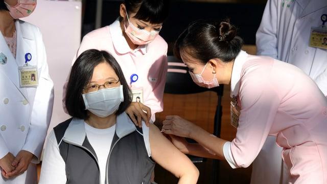 Taiwans Präsidentin erhält die Impfung
