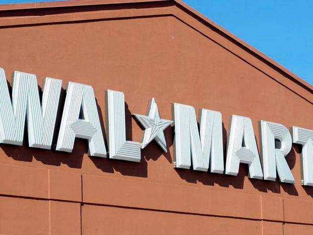 Das Wal Mart Logo an einer Filiale