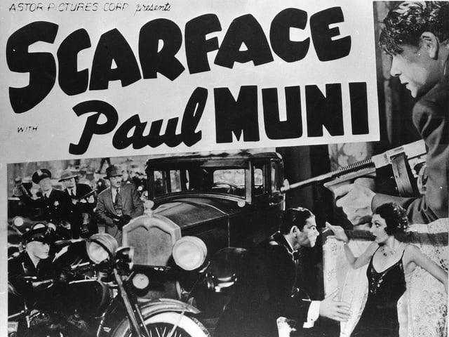 Chicago-Typwriter: Schauspieler Paul Muni mit der Thompson-Maschinenpistole.