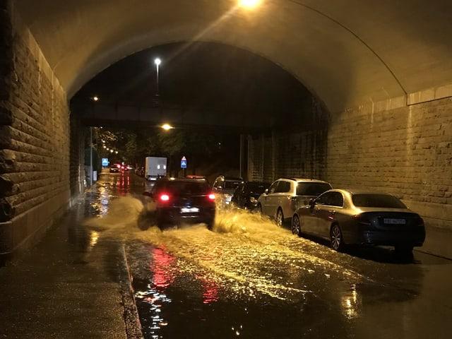 Unterführung in Kleinbasel steht unter Wasser.