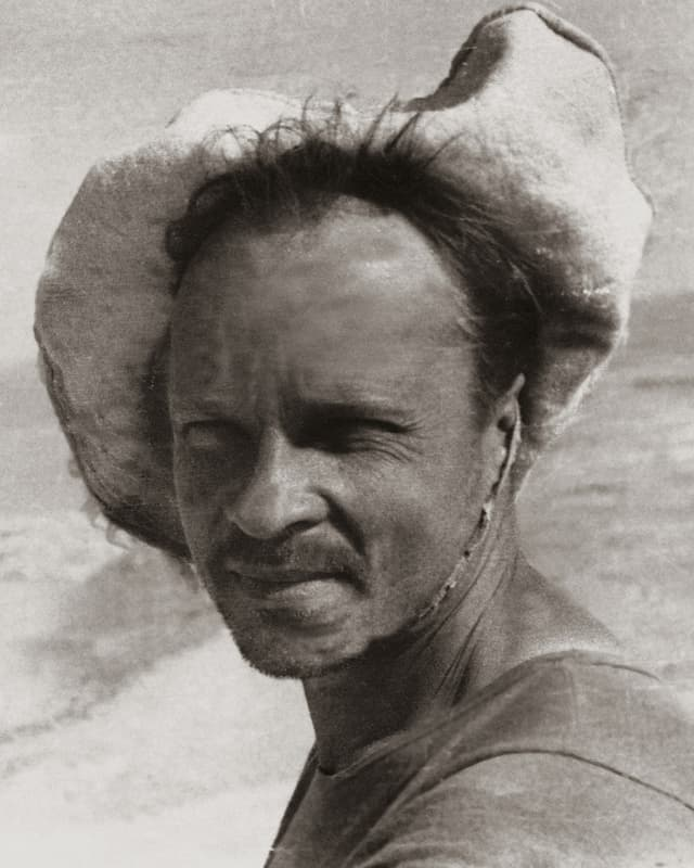 Der Kunstsammler Igor Savitzky, Porträt mit Hut.