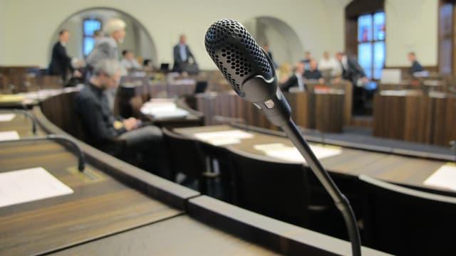 Ein Mikrofon an einem Sitzplatz im Solothurner Kantonsratssaal