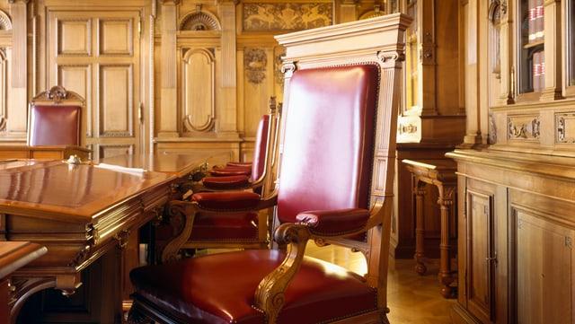 Leerer Stuhl im Bundesratszimmer.