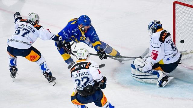 Giugaders da hockey en acziun.