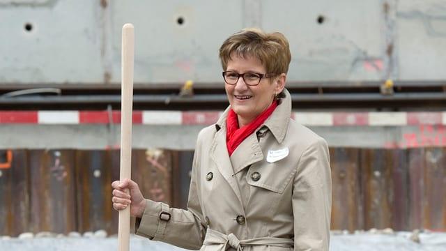 Sabine Pegoraro auf einer Baustelle.