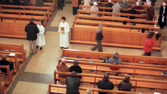 Gottesdienst in einer katholischen Kirche.