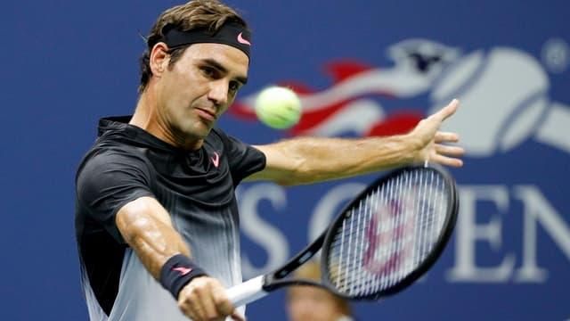 Roger Federer durant ses emprim gieu dal US Open.