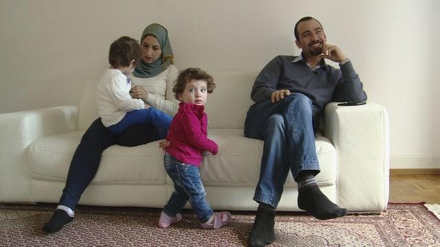 Hofft, in der Schweiz wieder als Arzt arbeiten zu können: Aziz mit seiner Familie.