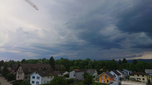 Schwarze Wolken von Dotzingen aus gesehen.
