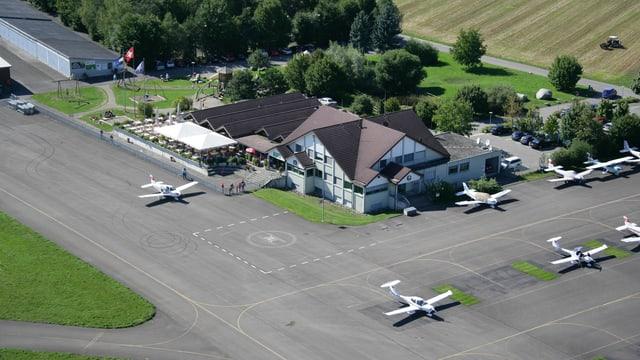 Luftbild mit des Regionalflugplatzes Birrfeld