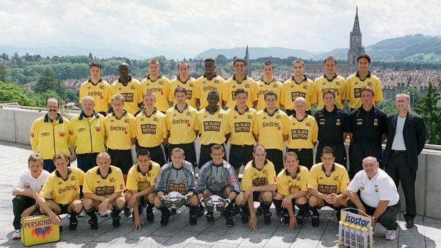Die Mannschaft des BSC Young Boys Bern, aufgenommen im Juli 2000.