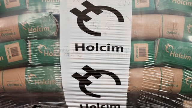 Zementsäcke mit der Aufschrift Holcim