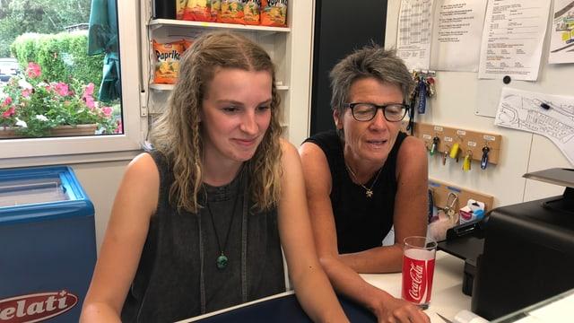 Marina Welter e Brigitte Casutt vid la lavur
