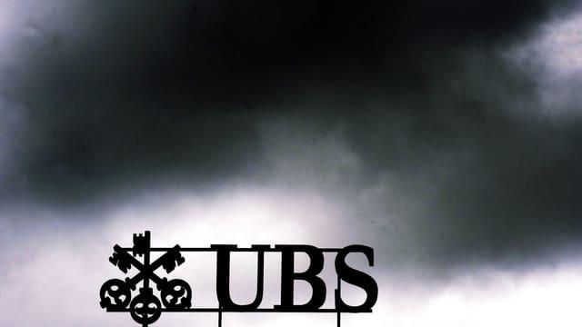 Dunkle Wolken über dem UBS-Logo