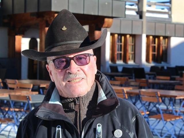 Art Furrer mit Hut und Brille.