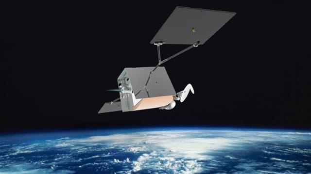 Satellit schwebt über der Erde.