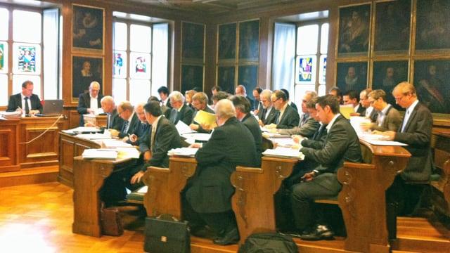 Landratssaal mit Parlamentariern