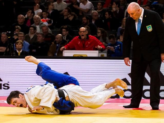 Zwei Judokämpfer am Boden