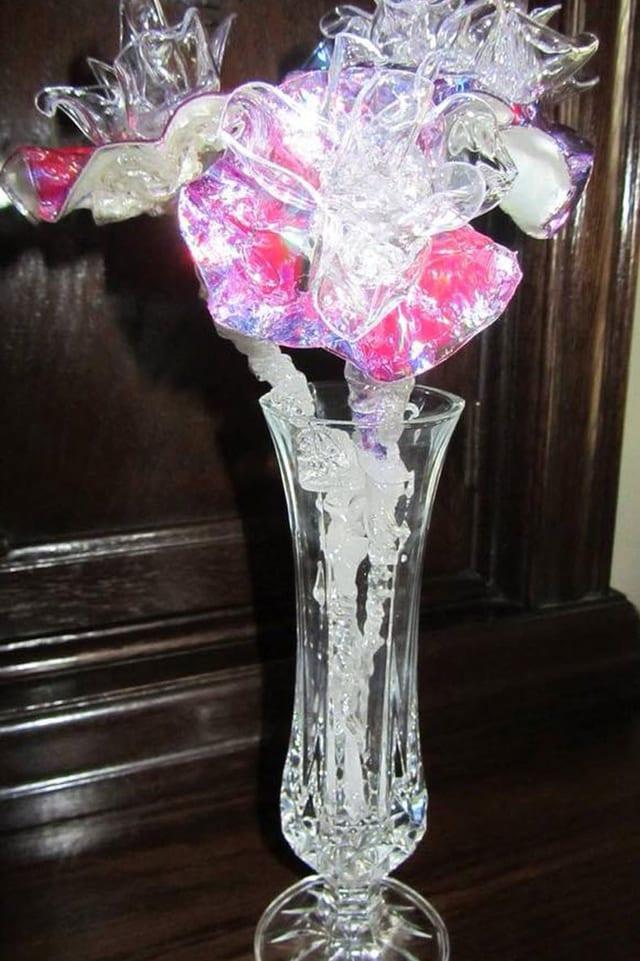 CD-Blumen in einer Vase.