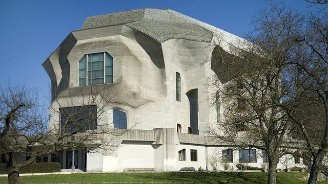 Speziell geformtes Gebäude aus Beton