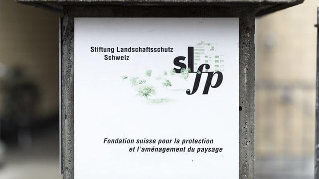 tavla cun l'inscripziun Stiftung Landschaftschutz Schweiz