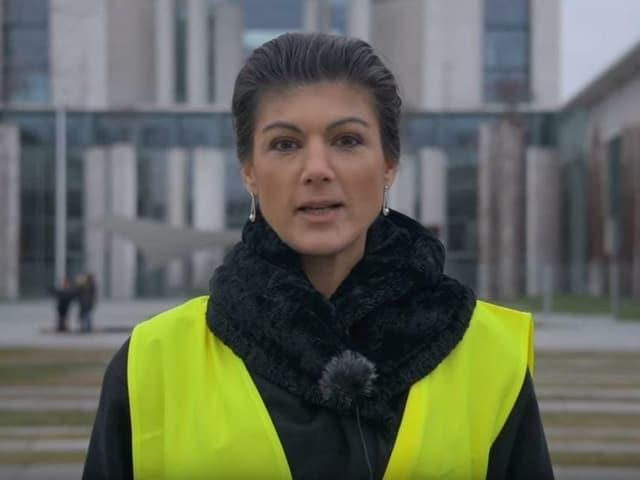 «Linke»-Politikerin Sahra Wagenknecht mit gelber Weste