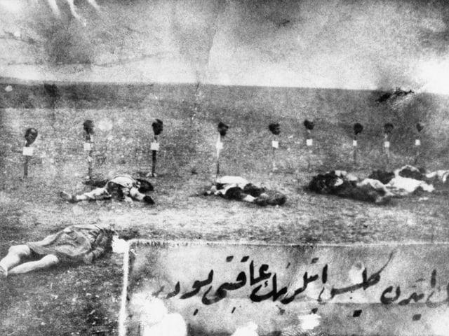 Tote Armenier liegen am Boden