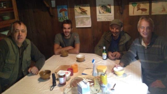 La gruppa da chatscha cun Venanzi Nay, Martin Alig, Sep Antoni Nay e Vitus Nay.