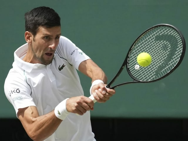 Novak Djokovic vor einem Return