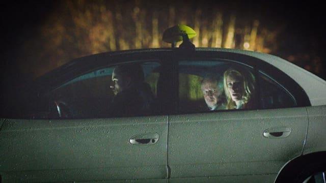 Menschen im Taxi.