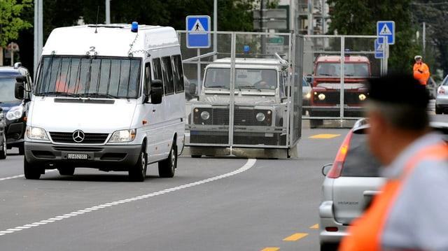 Polizeieinsatz vor dem Spiel Luzern gegen YB im Jahr 2012.