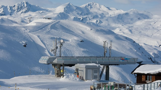 Vista dal Piz Mundaun sin il territori da skis da Sursaissa e Mundaun.
