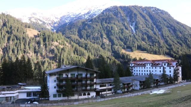 Vista sin l'hotel Bogn Tenigia en Val Sumvitg.