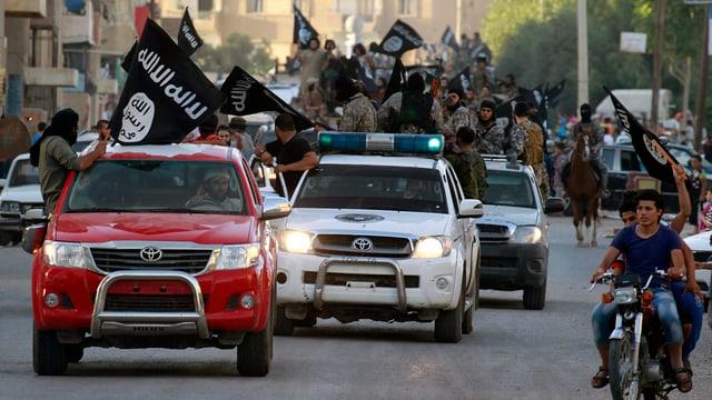 Kämpfer des IS in der syrischen Stadt Rakka im Juni 2014