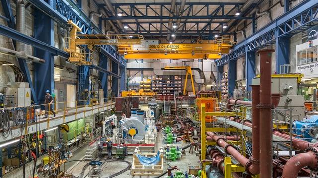 grosse Industriehalle von innen