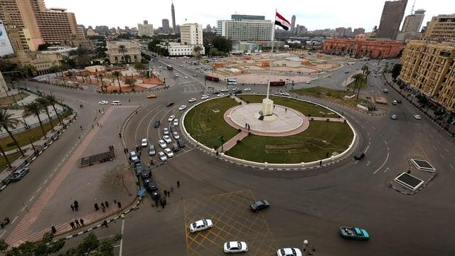 Blick auf den Tahrir-Platz in Kairos Innenstadt. Der Platz ist praktisch komplett menschenleer.