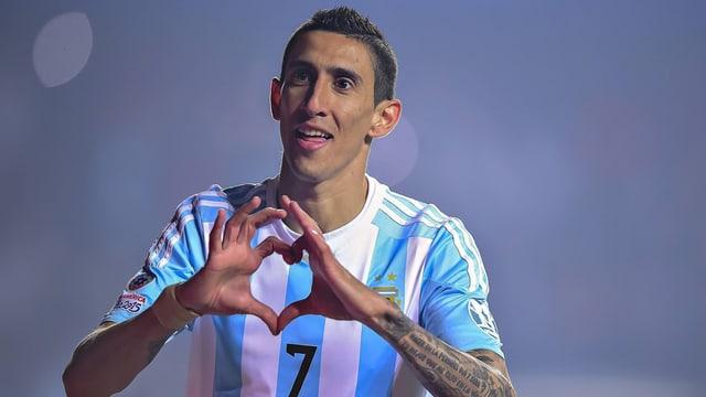 Purtret Angel Di Maria en il tricot argentin.