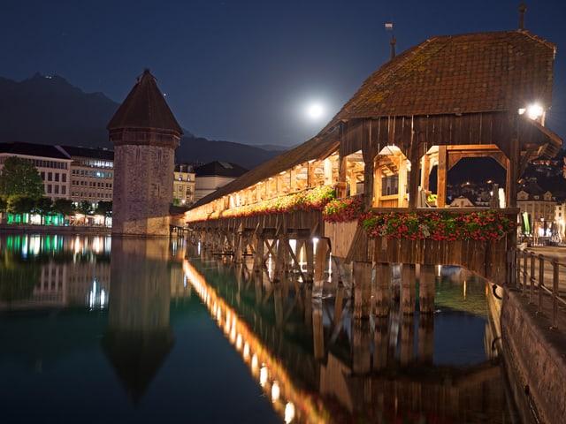 Kapellbrücke Luzern in der Nacht