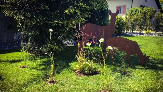 Englischer Rasen mit Blumenziegeln