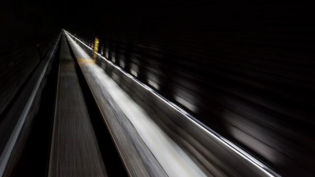 Fahrt im Tunnel.