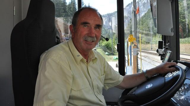 Christian Buchli en ses bus.