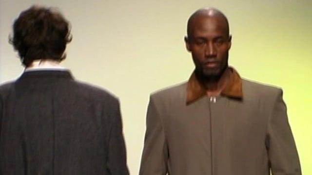 Zwei männliche Models.