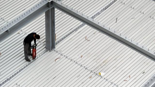 Ein Arbeiter auf einer Baustelle