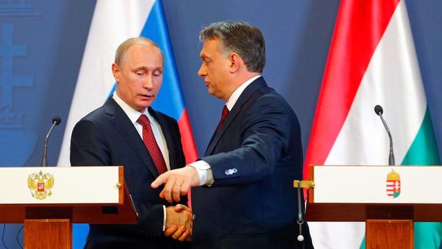 Orban und Putin schütteln sich die Hand