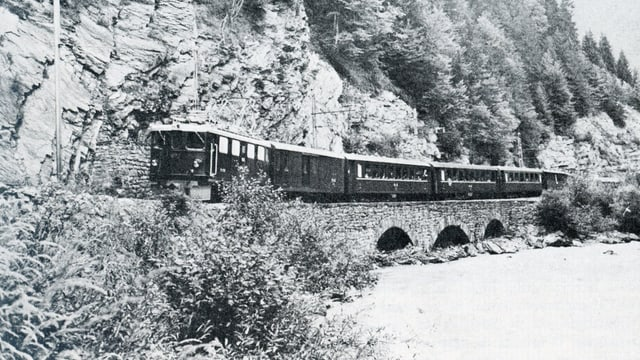 Tren cun la locomotiva Ge 4/4 606