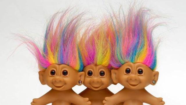 Vier Trolls mit bunten Haaren