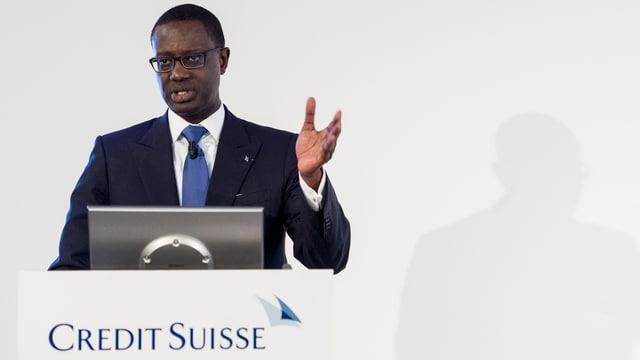 Credit-Suisse-Chef Thiam steht an einem Rednerpult.