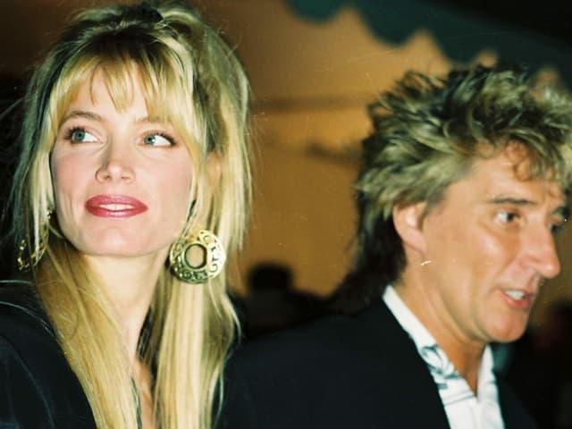 Blonde Frau und Mann nah