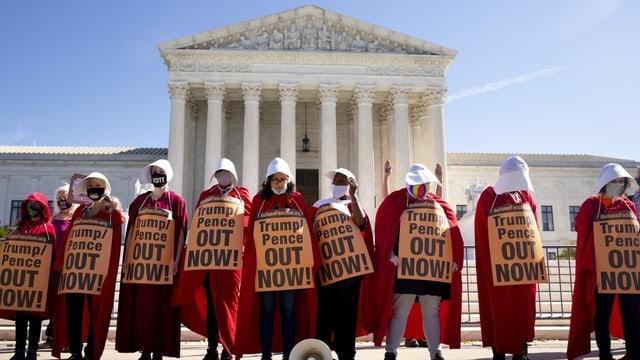 Protest gegen Barretts Nominierung vor dem Obersten Gericht.