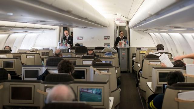 Sitzreihen in der Business Class in einem Swiss-Flugzeug.